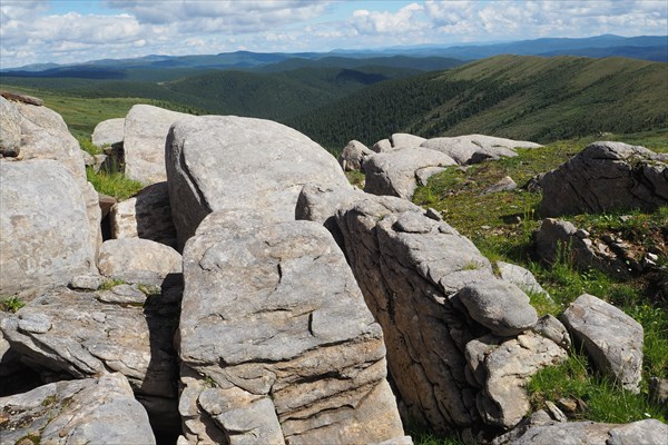 Каждая группа камней - как отдельная композиция в огромном парке
