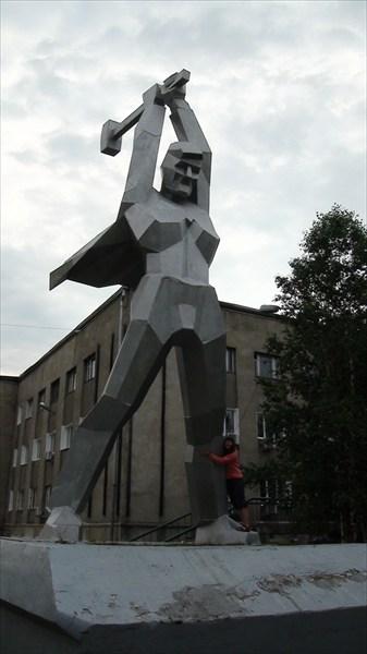 Памятник мостостроителям