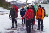 Дружественная нам группа спелеологов, идущих в пещеру `Зимняя`