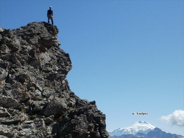 на фото: Выше Эльбруса