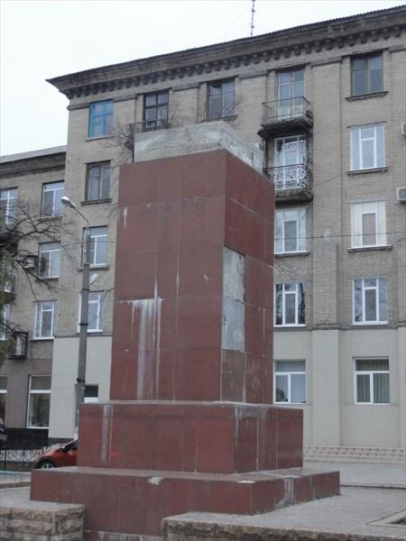 Памятник Ленину (на Украине 2016 года они выглядят только так)